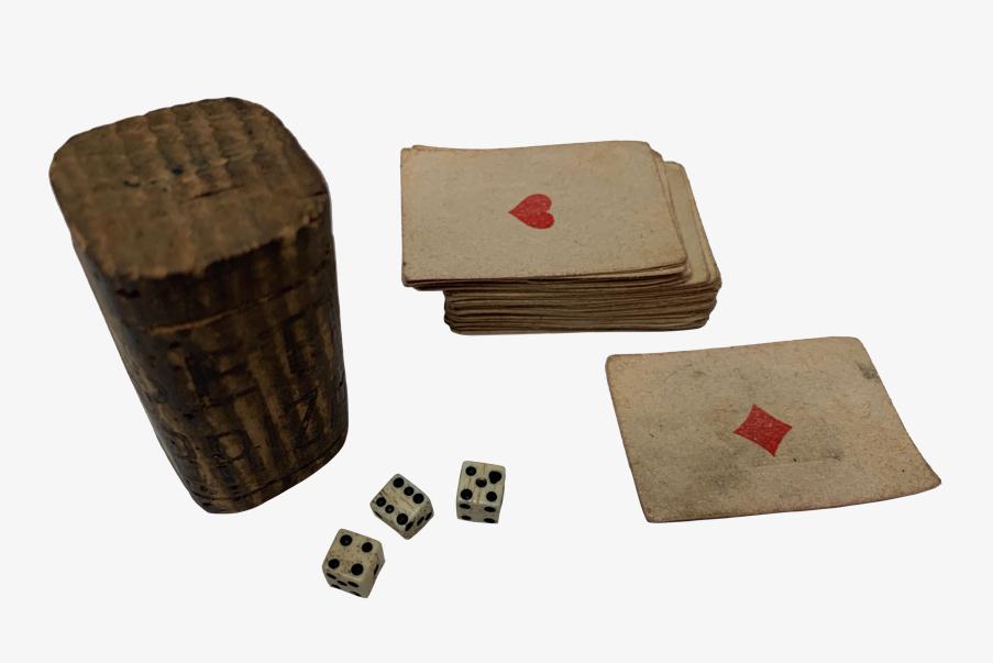 Dés et jeu de carte de tranchée 1914