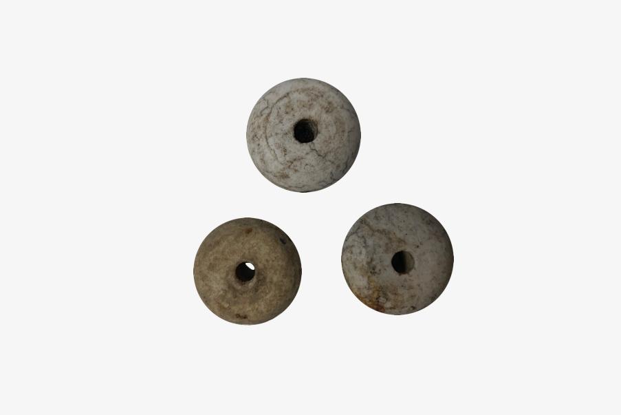 Bouton céramique fixé à la ficelle de la Stielhandgranate.