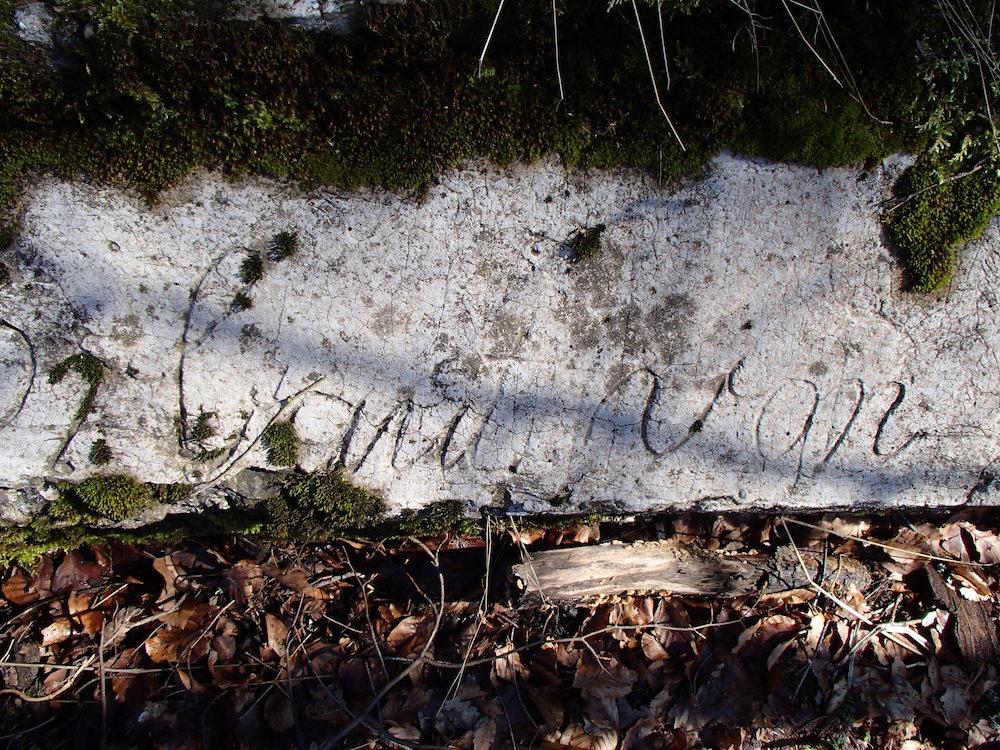 Inscription gravée dans un bunker Allemand