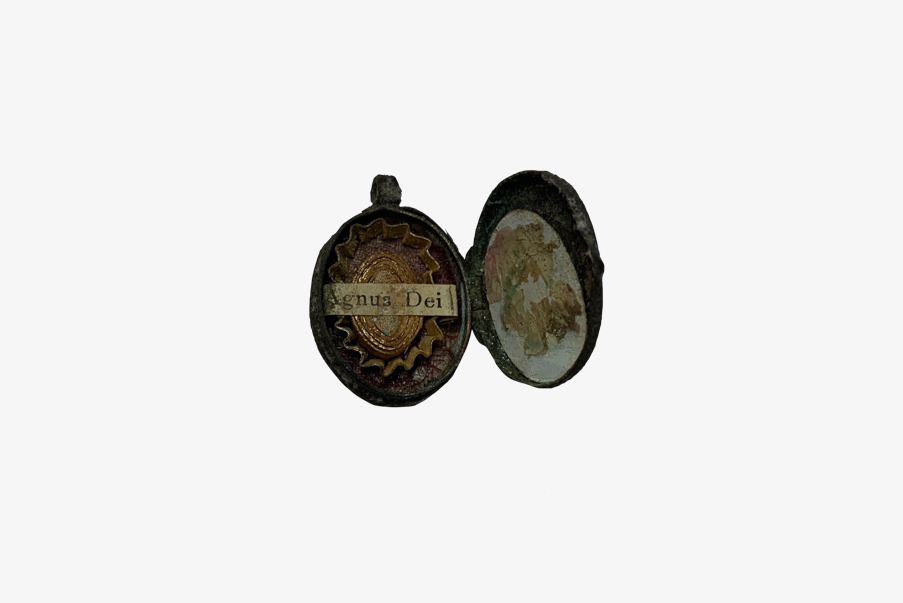 Médaillon saint retrouvé sur le champ de bataille du Sudel.